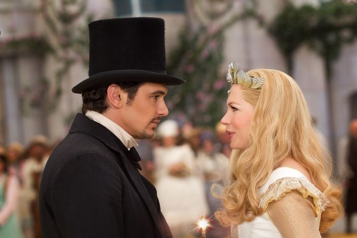 """OZ: THE GREAT AND POWERFUL"" James Franco, left; Michelle Williams, right Ph: Merie Weismiller Wallace, SMPSP ©Disney Enterprises, Inc. All Rights Reserved."