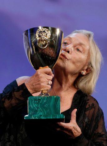 copa-volpi-mejor-actriz-festival-de-venecia-elena-cotta-por-via-castellana-bandiera