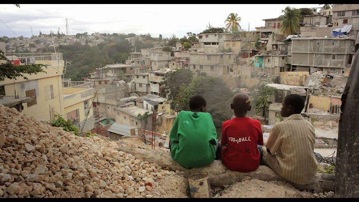 tres-ninos-sobre-los-ninos-de-haiti-despues-del-terremoto