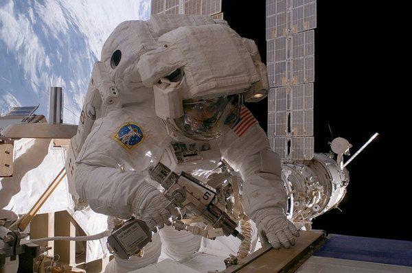 gravity-nasa-felicita-a-cuaron-con-imagenes-fascinantes-que-nos-recuerdan-la-pelicula