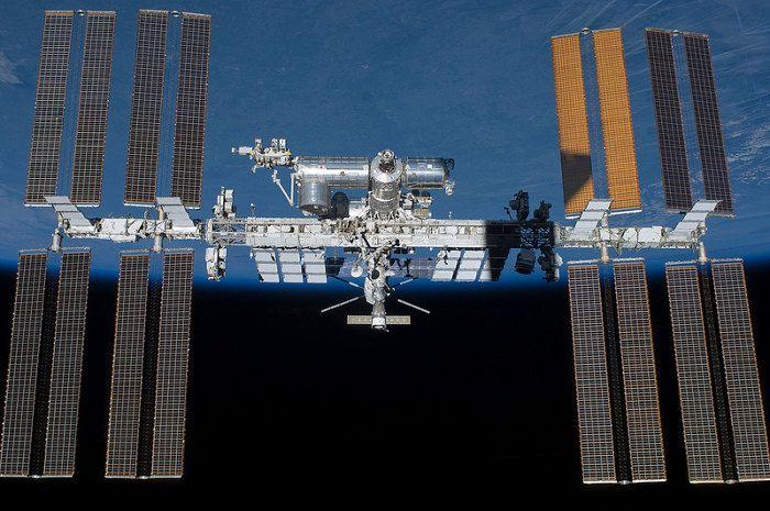 gravity-nasa-felicita-a-gravity-publicando-imagenes-reales-del-espacio-galeria-10