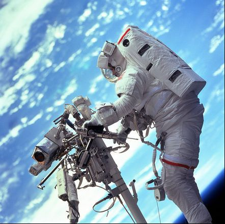gravity-nasa-felicita-a-gravity-publicando-imagenes-reales-del-espacio-galeria-2