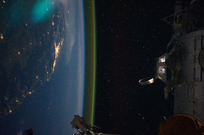 gravity-nasa-felicita-a-gravity-publicando-imagenes-reales-del-espacio-galeria-7