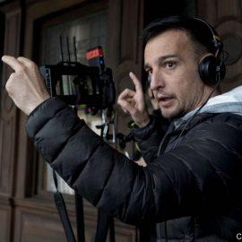 """El cineasta Alejandro Amenábar filmará su primera serie inspirada en la novela gráfica """"El tesoro del cisne negro"""""""